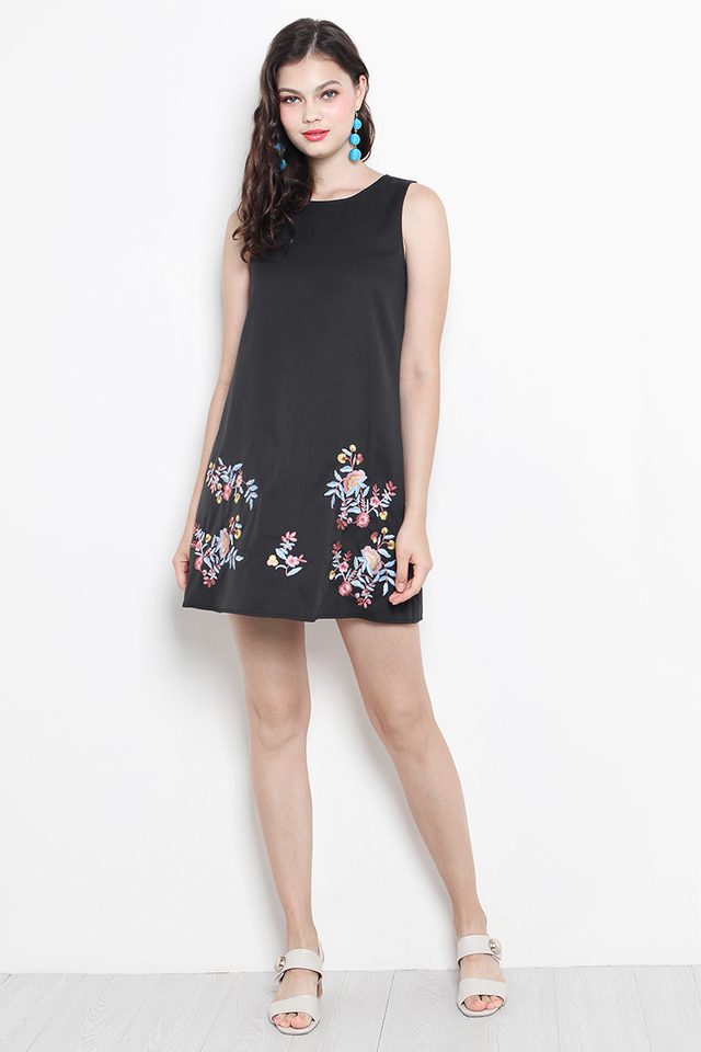 Arya Embroidery Dress Black