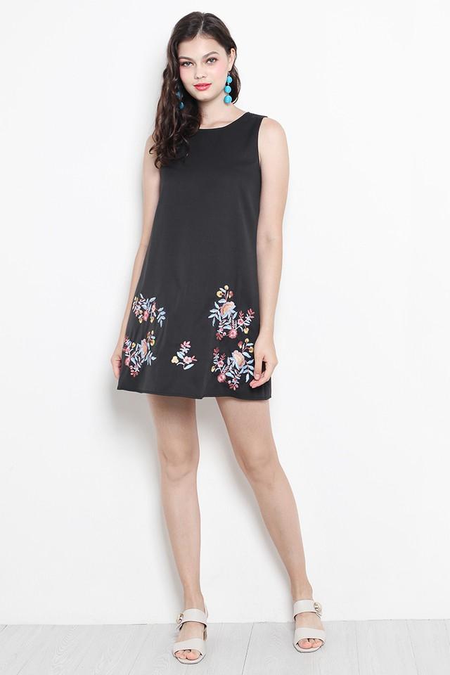 Arya Embroidery Dress Black
