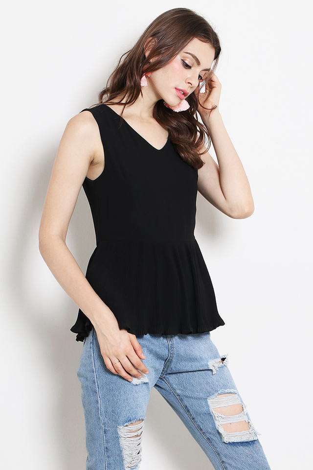Dixie Pleat Top Black